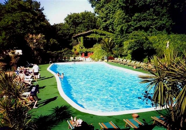 Vacanze in roma camping seven hills village resort - Seven hills village roma piscina ...